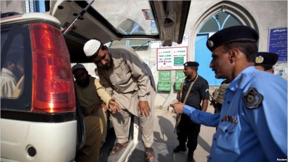 افغان - دستگیر شدن دهها باشنده افغان در پاکستان