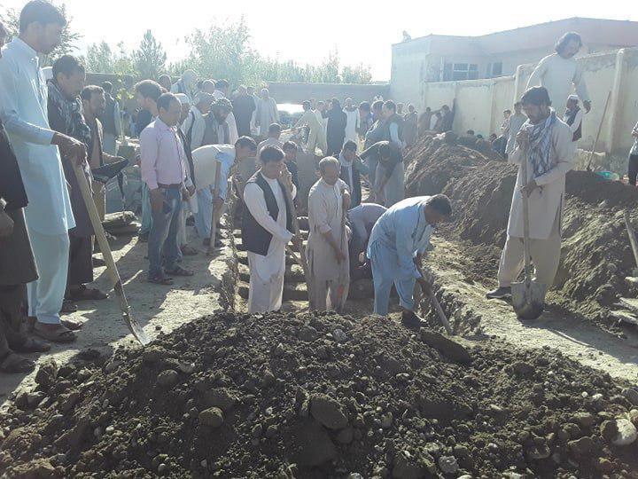 انفجار کابل1 3 - تصاویر/ خاک سپاری دسته جمعی قربانیان حادثه خونین در غرب کابل