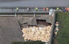 بریتانیا بند آب 1 226x145 - تصاویر/ ریزش بند آب، باشنده گان بریتانیا را فراری داد