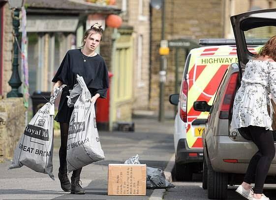 بریتانیا بند آب 3 - تصاویر/ ریزش بند آب، باشنده گان بریتانیا را فراری داد