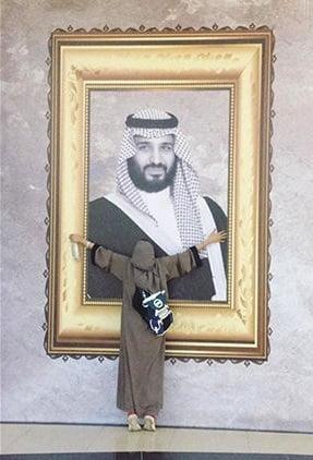 بن سلمان - تصویر/ ولیعهد سعودی در آغوش یک دختر جوان