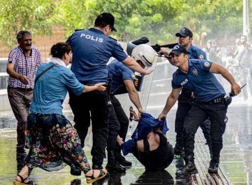 ترکیه مظاهره 3 - تصاویر/ سرکوب شدید معترضان در ترکیه