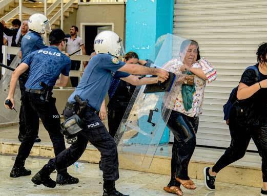 ترکیه مظاهره 4 - تصاویر/ سرکوب شدید معترضان در ترکیه