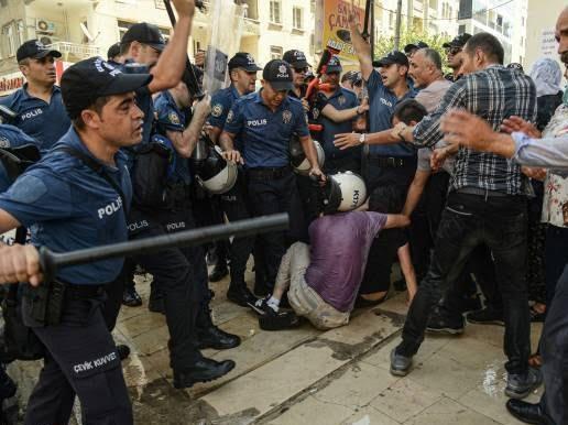 ترکیه مظاهره 5 - تصاویر/ سرکوب شدید معترضان در ترکیه
