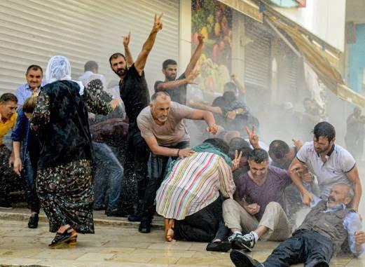 ترکیه مظاهره 8 - تصاویر/ سرکوب شدید معترضان در ترکیه