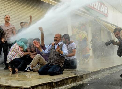 ترکیه مظاهره 9 - تصاویر/ سرکوب شدید معترضان در ترکیه