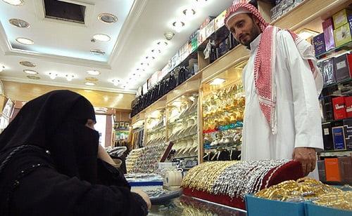 عربستان مارکیت - پلان جنجالی دولت سعودی برای باز ماندن مارکیتها هنگام نماز