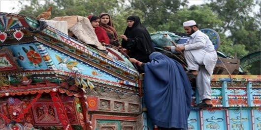 مهاجر - توزیع مواد غذایی میان مهاجران رد مرز شده از ایران و پاکستان