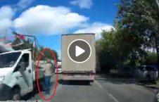 ویدیو فرار پیرمرد مرگ حتمی 226x145 - ویدیو/ فرار پیرمرد از مرگ حتمی