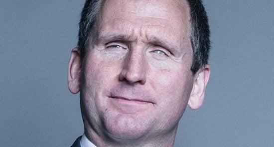 کریستوفر هولمس 550x295 - محاکمه قهرمان نابینای بریتانیایی به اتهام تجاوز جنسی