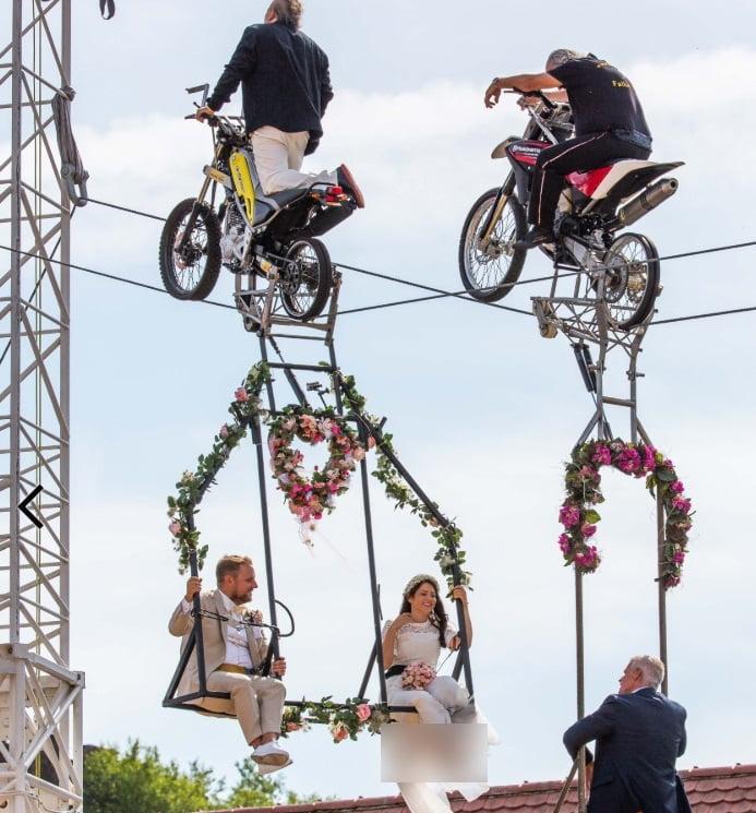 آنا ترابر2 - برگزاری مراسم جشن ازدواج در ارتفاع ۳۳ متری + تصاویر