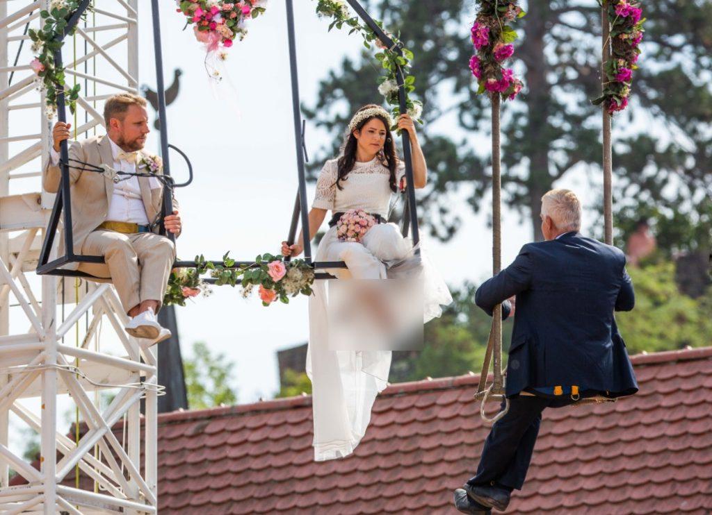 آنا ترابر3 1024x742 - برگزاری مراسم جشن ازدواج در ارتفاع ۳۳ متری + تصاویر