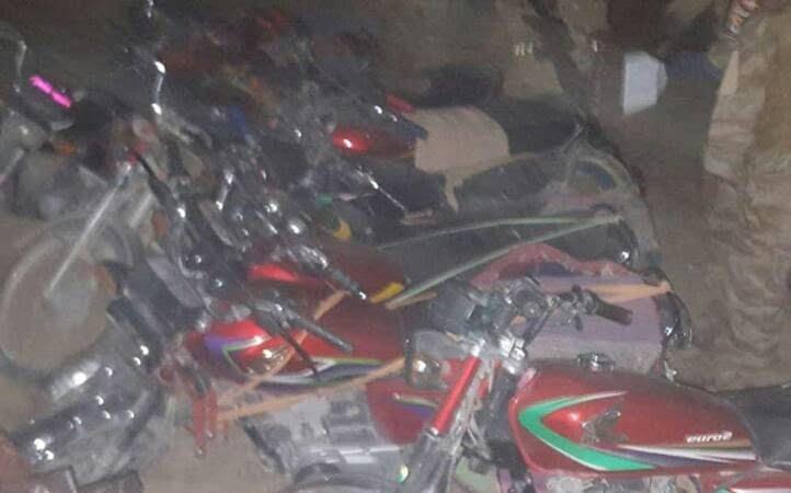 انبارمهمات طالبان 3 - تصاویری از انهدام بزرگترین انبار مهمات طالبان در غزنی