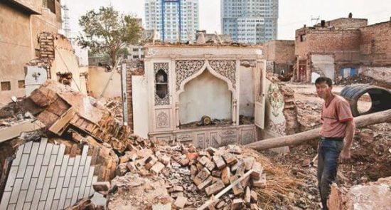 تخریب مساجد 2 550x295 - تخریب مساجد و مکان های مذهبی مسلمانان بدست حکومت چین