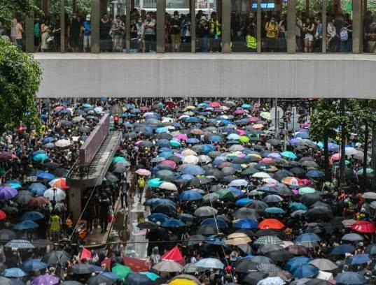 تظاهرات در هانگکانگ 2 - تصاویر/ تظاهرات در هانگکانگ با بیرق امریکا