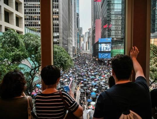 تظاهرات در هانگکانگ 5 - تصاویر/ تظاهرات در هانگکانگ با بیرق امریکا
