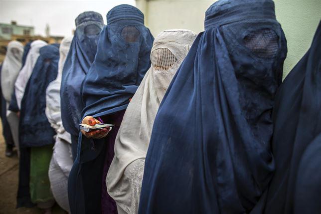 زن افغان - نگرانی زنان و دختران کشور از حضور دوباره طالبان در حکومت