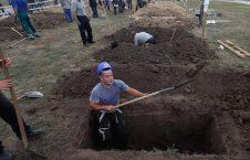 قبر کن 2 226x145 - تصاویر/ قبرکنی در مجارستان جایزه دارد!