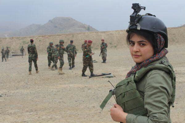 نجوا عالی2 - کسب یک جایزه بین المللی توسط بانوی خبرنگار افغان