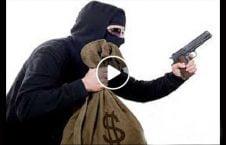 ویدیو درگیری دختر سارق مسلح 226x145 - ویدیو/ لحظه درگیری دختر شجاع با یک سارق مسلح