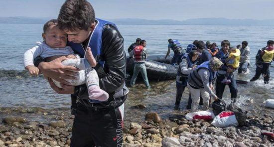 پناهجو 550x295 - انتقاد دیدبان حقوق بشر از برخورد غیرانسانی اتحادیه اروپا با پناهجویان افغان