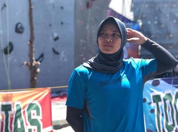 آریس سوسانتی - کسب یک ریکورد خارقالعاده توسط یک بانوی سنگنورد مسلمان اندونزیایی