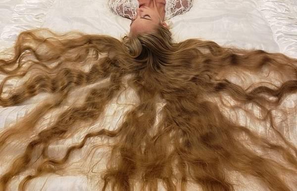 آلنا کراوچنکو2 - تصاویر/ این دختر زیبا 28 سال موهایش را کوتاه نکرده است!