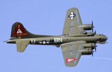بی 17 226x145 - سقوط یک طیاره بم افکن در امریکا