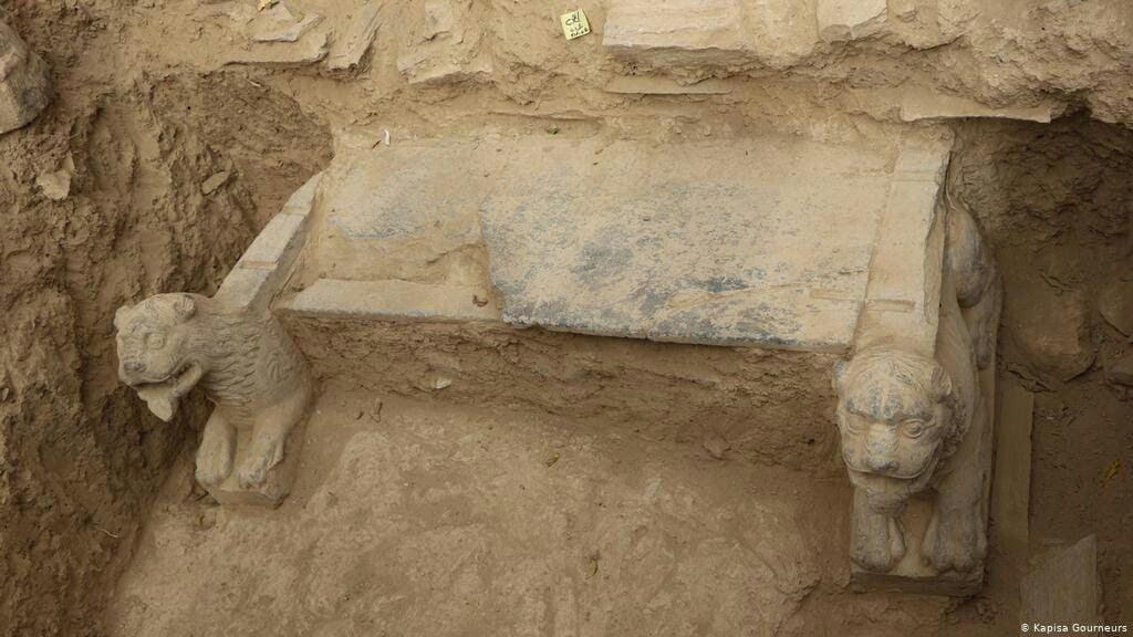 تندیس  - دو تندیس باستانی هزاران ساله در افغانستان کشف گردیدند