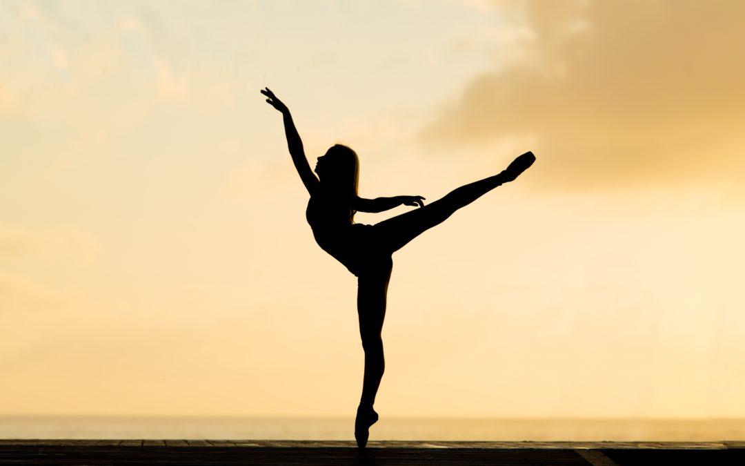 رقص - رقصیدن زن در مقابل شیر + تصاویر