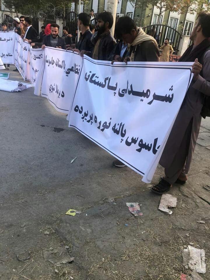 سفارت پاکستان 1 - تصاویر/ تجمع اعتراضی باشنده گان کابل در برابر سفارت پاکستان
