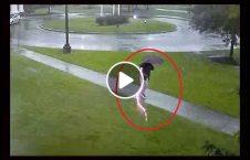 ویدیو فرود بلا آسمانی مرد امریکا 226x145 - ویدیو/ لحظه فرود آمدن بلای آسمانی بر سر مرد امریکایی