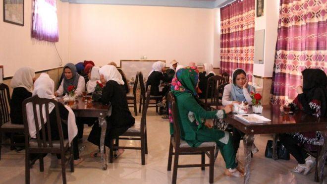 کافه زنان 1 - کافه زنان در غزنی + تصاویر