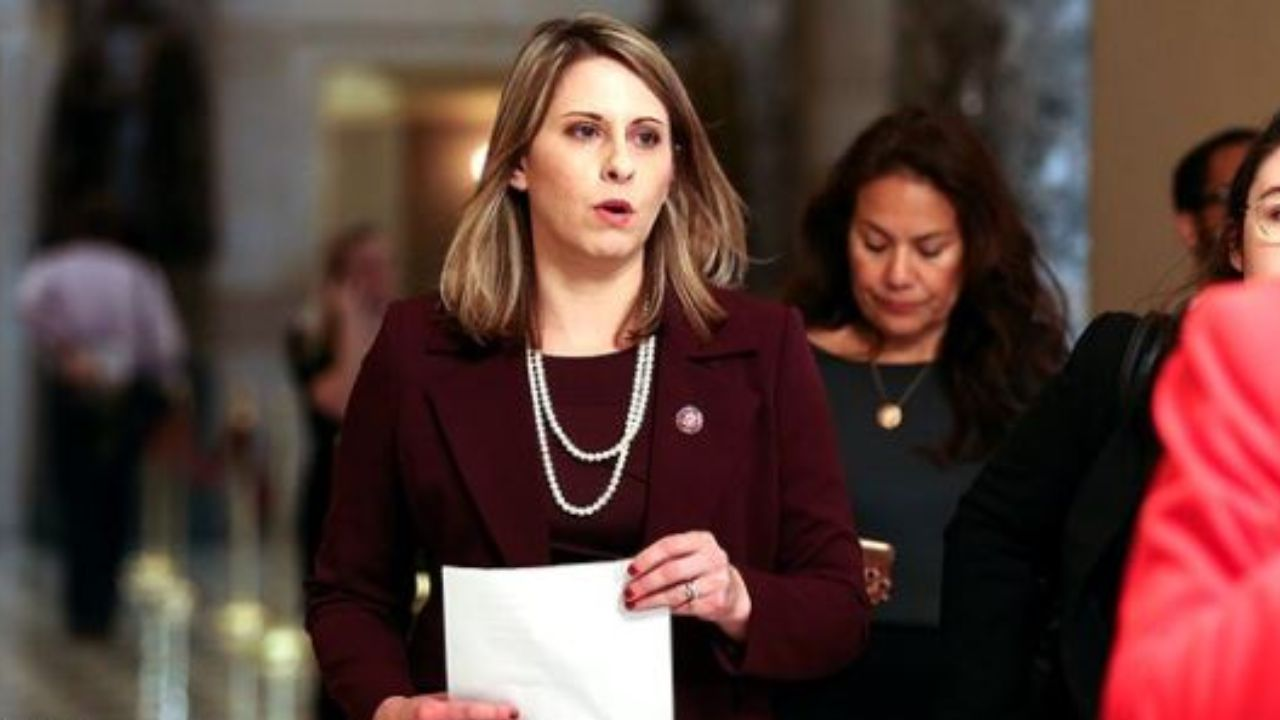 کتی هیل - نشر تصاویر غیر اخلاقی نماینده ارشد کانگرس امریکا
