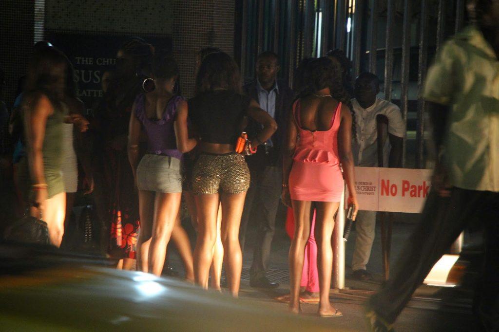 تن فروشی1 1024x682 - آمار تکان دهنده از تن فروشی دختران در فرانسه + تصاویر