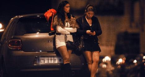 تن فروشی3 - آمار تکان دهنده از تن فروشی دختران در فرانسه + تصاویر