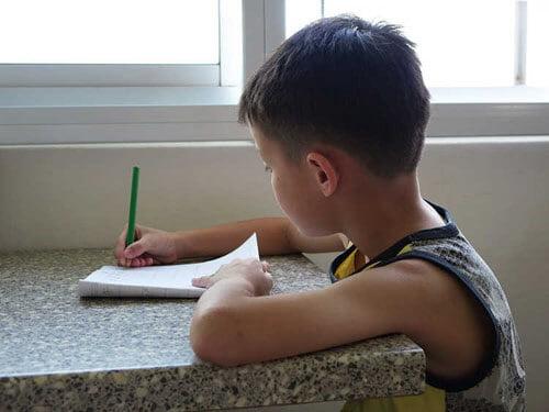 درس خواندن فرزند1 - مادری که بخاطر درس خواندن فرزندش سکته کرد!