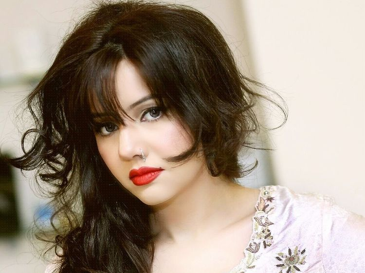 رابی پیرزاده1 - نشر تصاویر برهنه آوازه خوان پاکستانی در انترنت