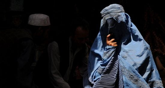 زن 1 550x295 - راه حل یوناما برای پایان دادن به خشونت و تجاوز جنسی در افغانستان