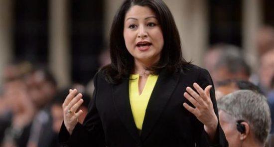 مریم منصف 550x295 - نماینده افغان الاصل پارلمان کانادا با عشقش نامزاد شد + عکس