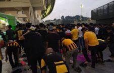 نماز 226x145 - نماز خواندن هواداران مالیزیایی پیش از آغاز بازی فوتبال
