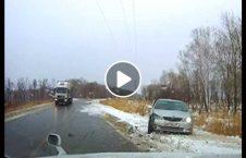 ویدیو تصادف متوالی نصیب موتر بدچانس 226x145 - ویدیو/ دو تصادف متوالی نصیب موتر بدچانس