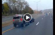 ویدیو جنگ درگیری موتر امریکا 226x145 - ویدیو/ جنگ و درگیری بین دو موتر در امریکا