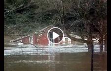 ویدیو خانه امریکا سیل 226x145 - ویدیو/ خانه یک امریکایی را سیل با خود برد