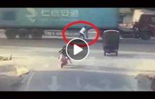 ویدیو نجات مرد تصادف لاری 226x145 - ویدیو/ نجات معجزه آسای مرد جوان پس از تصادف با لاری