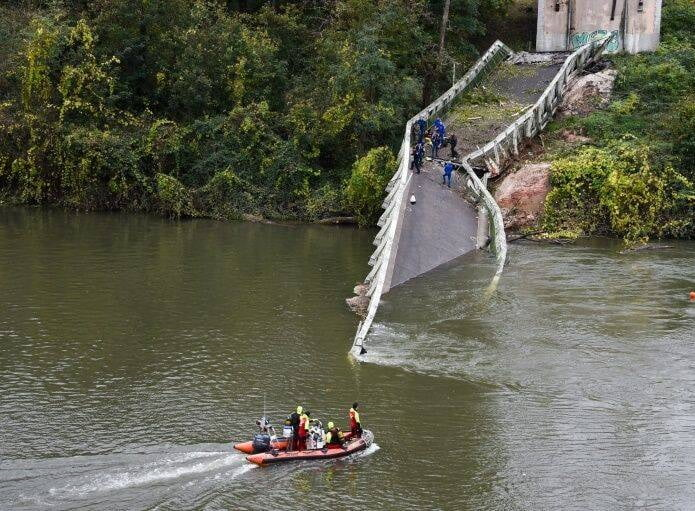 پل 1 - تصاویر/ ریزش مرگبار پل معلق در فرانسه