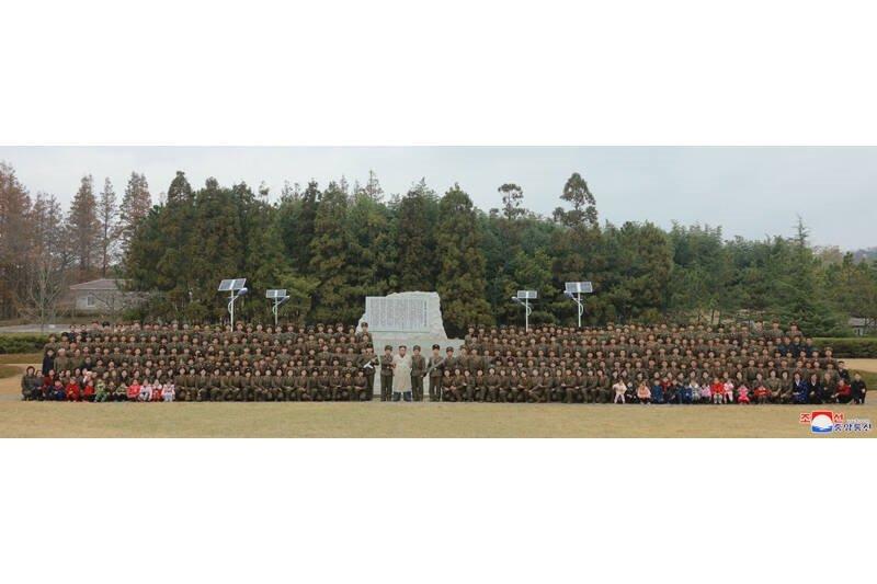 کیم جونگ اون 2 - تصاویر/ دیدار رهبر کوریای شمالی با عساکر زن اردوی ملی