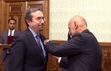 جان بس 226x145 - اهدای مدال غازی وزیر محمد اکبرخان به سفیر امریکا در کابل