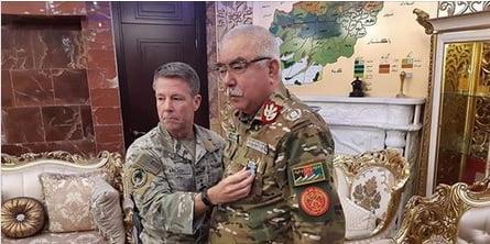 جنرال دوستم مدال1 - جنرال دوستم مدال گرفت