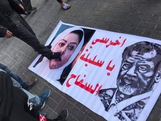 صدام1. - تصاویر/ صدام و دخترش زیر پاهای تظاهرکننده گان عراقی